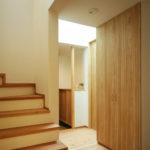 松戸の家 玄関ホールと階段室のつながり